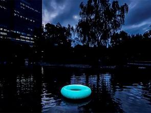 蓄光PVCを使用した「光の浮き輪」