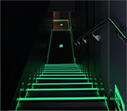 高輝度蓄光式避難誘導システム